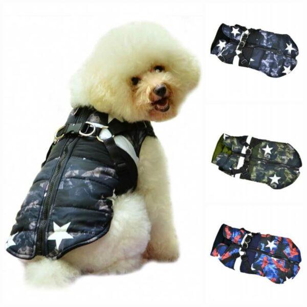 Kurtka zimowa ocieplana dla psa moro czarna granatowe moro gwiazdki z szelkami zapinana na zamek polar na modelu różne kolory